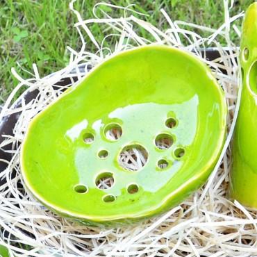 Mydelniczka ceramiczna zielona z otworami Dotyk Kreacji